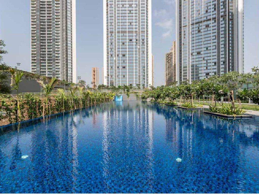 Oberoi Esquire Swimming Pool